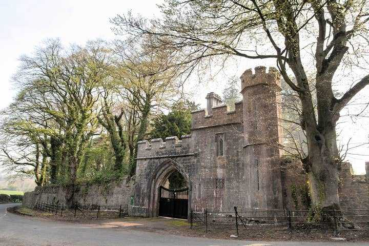 Annes Grove Gate Castle 2