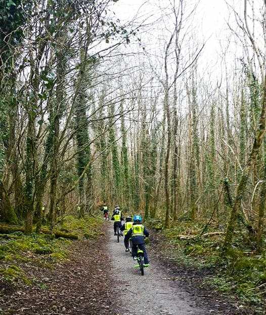 Kids Cycling in woods Beo