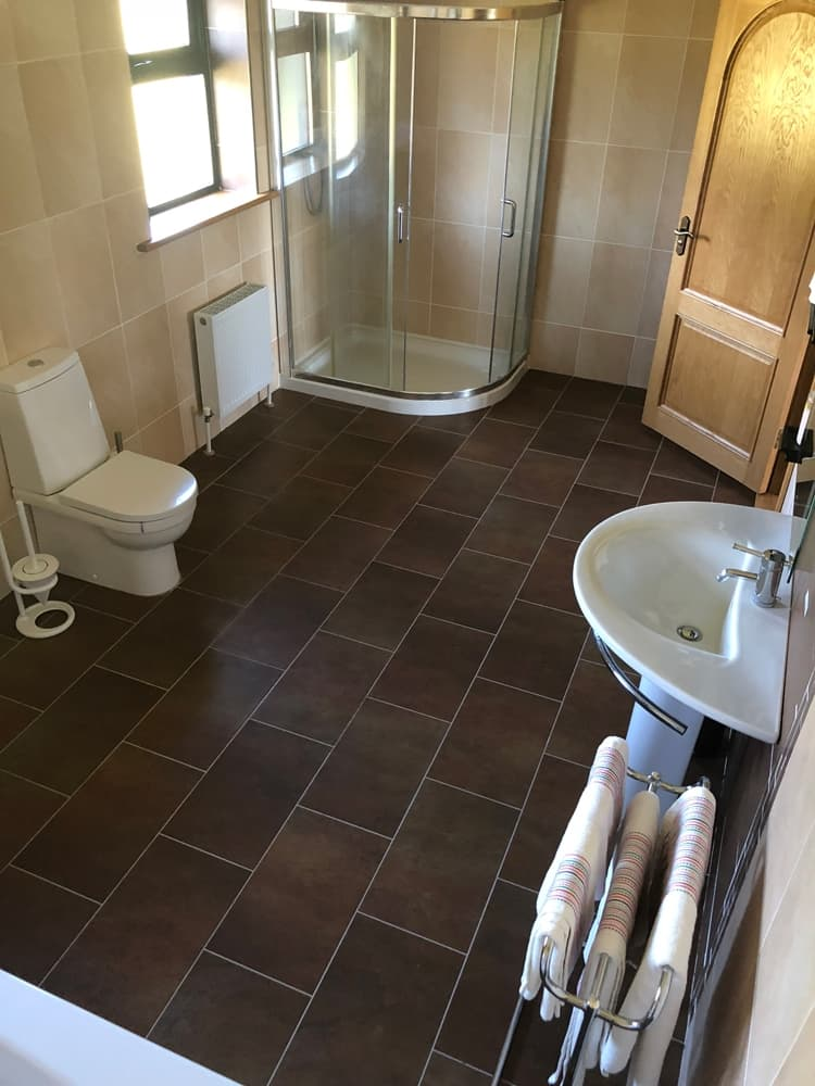 Park South Accommodation Ballyhourode House Canon Sheahan ensuite