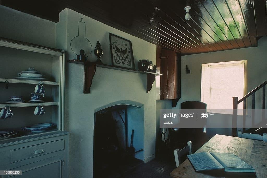 De valera cottage interior